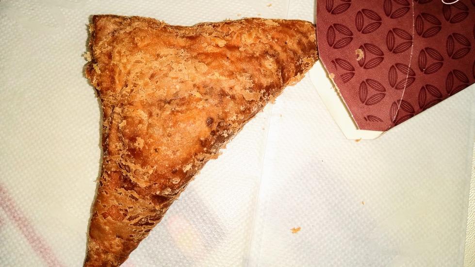 夜中のおやつ 三角チョコパイ