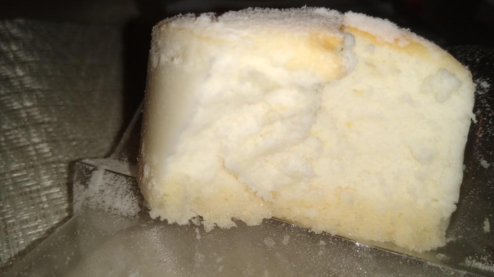 夜中のおつまみ 白いスフレチーズケーキ